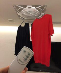 天井に扇風機が内蔵されており衣類を乾かすことが出来る。